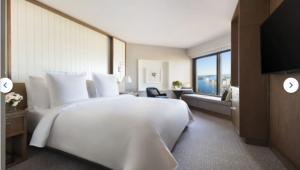 Deluxe Room, 1 Queen Bed, (Full Harbour View)